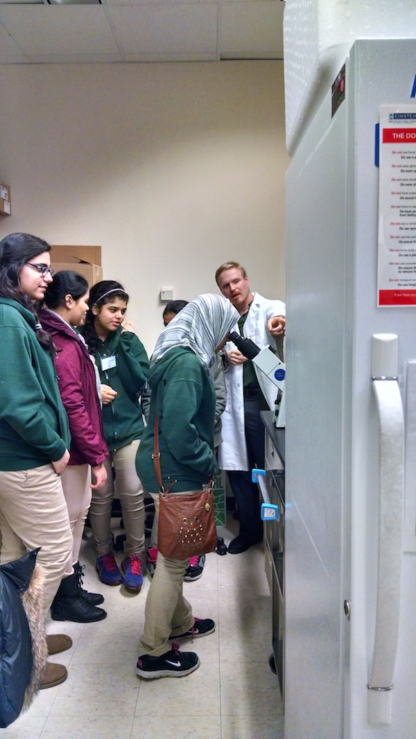 Eighth graders touring the Kenny lab.