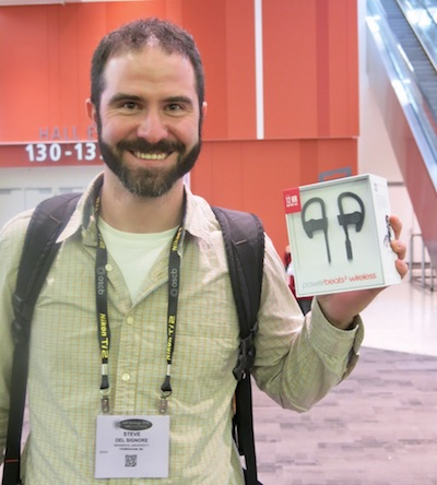 ASCB's 60-Second Elevator Speech Video Contest winner Stephen DelSignore with his super prize--cool wireless earphones. ASCB photo by John Fleischman